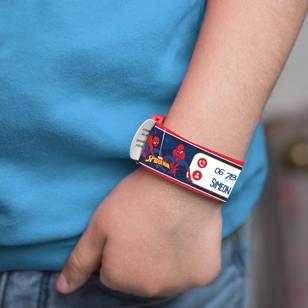 Le bracelet d'identification pour marquer vos contacts afin de noter votre numéro de téléphone si l'enfant se perd