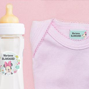 Des étiquettes pour marquer les vêtements et le matériel de puériculture