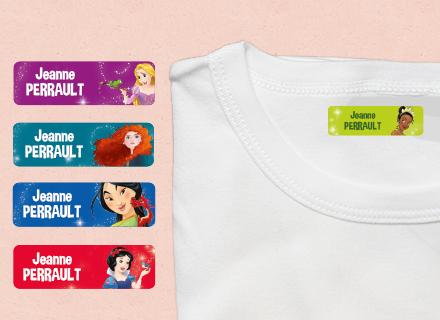 Une étiquette thermocollante des princesses sur un t-shirt