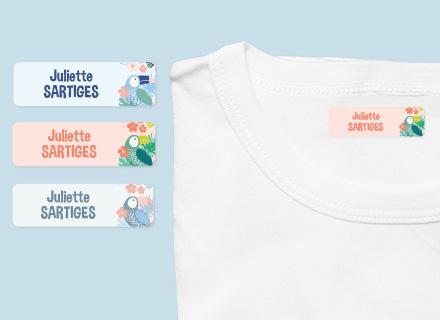 Une étiquette thermocollante Tropical sur un t-shirt