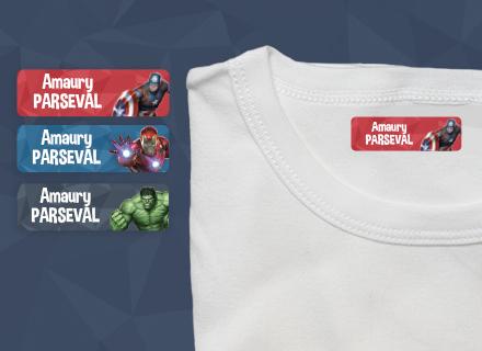 Une étiquette thermocollante Avengers sur un t-shirt