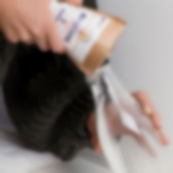 sachet lessive poudre savon marseille verser bouteille verre
