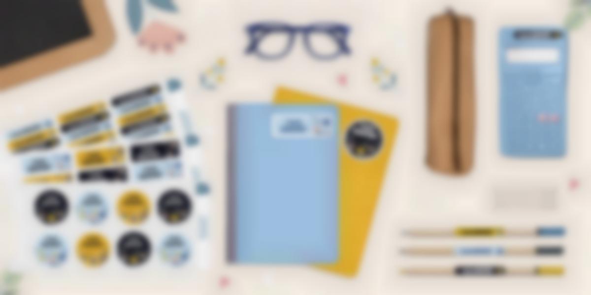 Des étiquettes pour marquer les affaires de la liste de fournitures scolaires